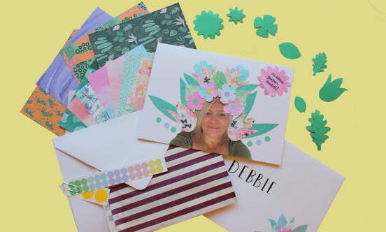 A thank you card decorated with pettles and leaves